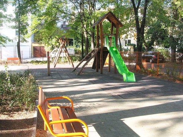 Cover image of Nagybecskerek téri játszótér
