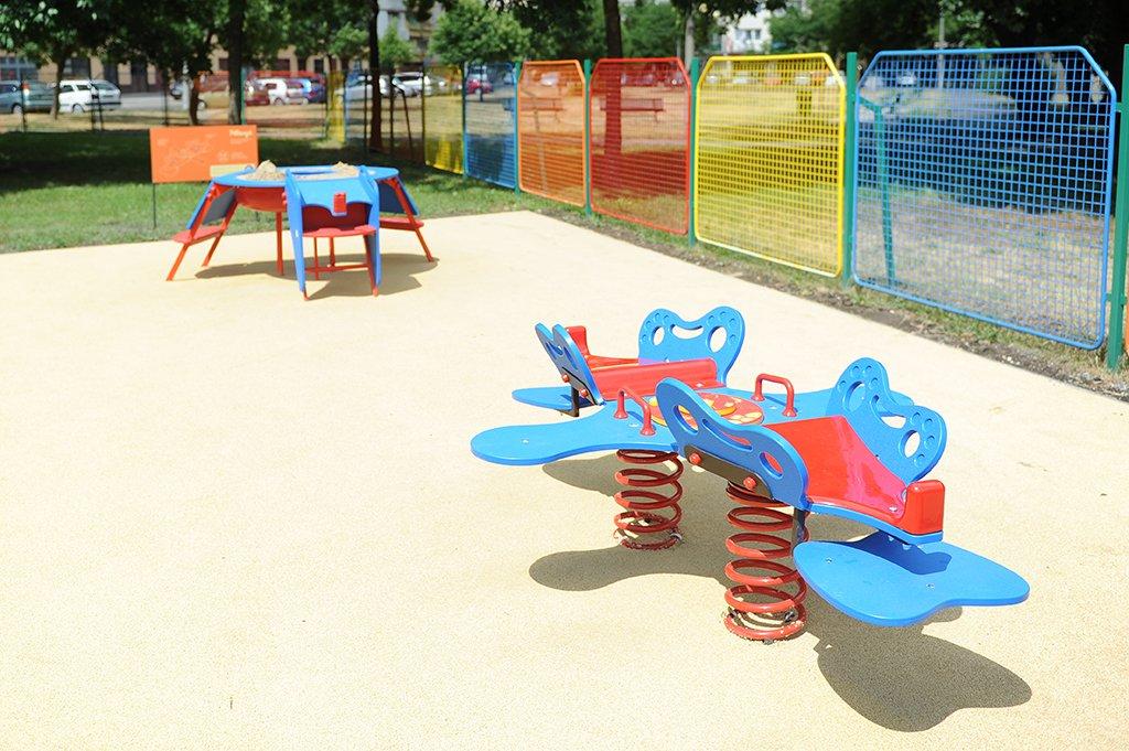 Cover image of Csepeli központi játszótér és tornapark