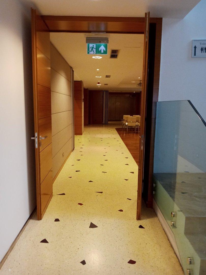 Free area before the door