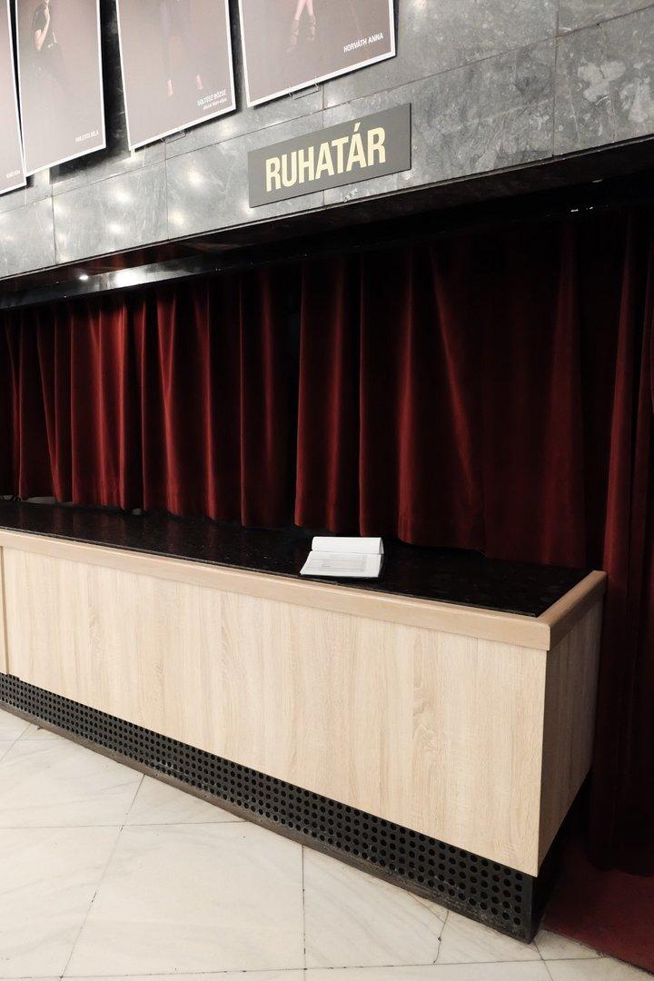Cloakroom counter design