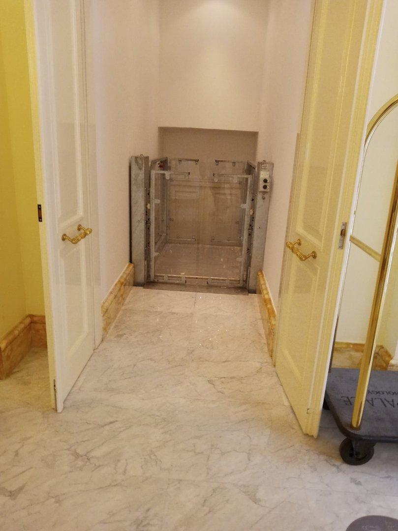 Platform lift/barrier lift